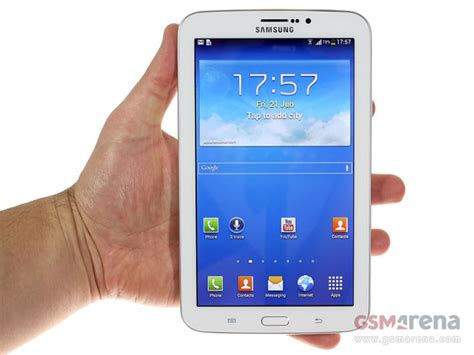 Tablet Samsung Galaxy Tab 3 7 0 Samsung Galaxy Tab 3 7 0 Stops By Poses For The