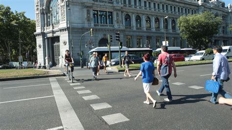 imagenes de las urbanas cada da se producen 27 atropellos en ciudad