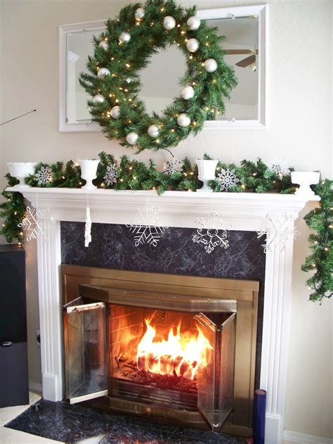 Pictures Of Decorated Fireplaces by 10 Ways To Decorate Your Fireplace Mantel This Christmasportablefireplace