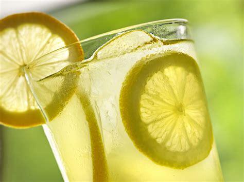Buku Bugar Dan Cantik Dengan Terapi Air Putih Dan Infused Water Rz tips diet sehat cara membuat minuman detoksifikasi lemon