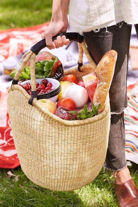 picnic basket ideas best 25 picnic baskets ideas on picnic ideas picnic and picnic date
