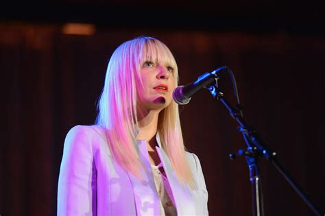 Sia Chandelier Lyrics Meaning Sia S Face Without Wigs What She Looks Like American