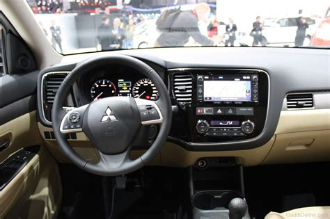 outlander mitsubishi inside mitsubishi outlander interior view car pictures images