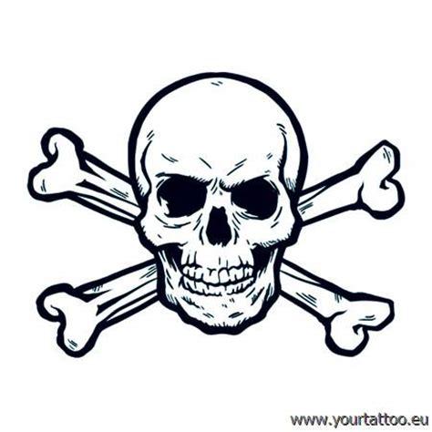 totenkopf tattoo mit gekreuzten knochen