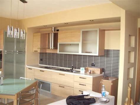 cucina in cartongesso foto chiusura cucina in cartongesso con faretti spalletta