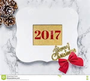 texto de la feliz navidad 2017 en el marco blanco del