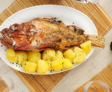 cucinare lo scorfano al forno scorfano al forno la ricetta per preparare lo scorfano al