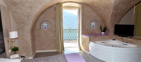 hotel con idromassaggio in lago di garda soggiorno con vasca idromassaggio in hotel con