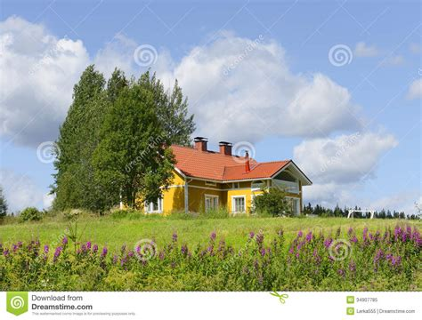 my house of giggles a red yellow and blue striped shared maison jaune avec un toit rouge image stock image du
