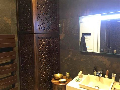 r駭 une cuisine en bois comment cacher une chaudiere dans une cuisine maison