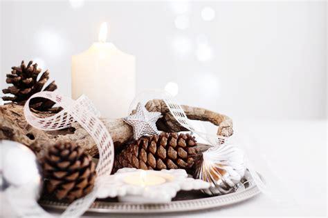 centrotavola natalizio con pigne e candele centrotavola natalizio con pigne e candele