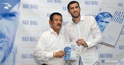 Buku Hati Biru Karya Vladmir Vujovic persib bandung berita simamaung 187 umuh apresiasi autobiografi pemain asal balkan ini