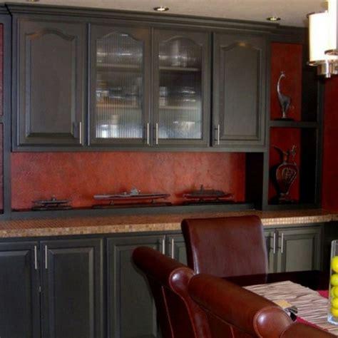 dunkle fensterbänke coole k 252 chen wandfarbe gelb orange und rot archzine net