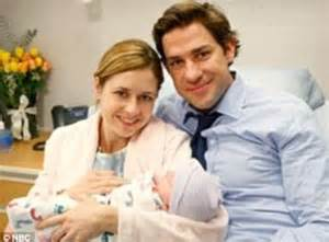 Who Plays Pam In The Office by The Office S Fischer Welcomes A Boy Daily Mail