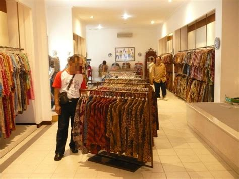 Batik Danar Hadi Big Size get up with batik in danar hadi museum trip101