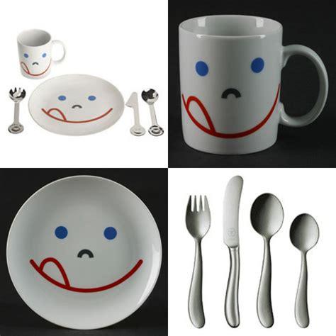 Set Smile Kid Uq dinnerware set mono makes your children smile
