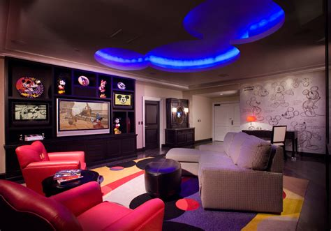 signature suites at the disneyland hotel mickey mouse