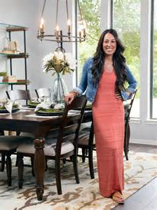 Chip and joanna gaines in dining room chip and joanna gaines the hosts
