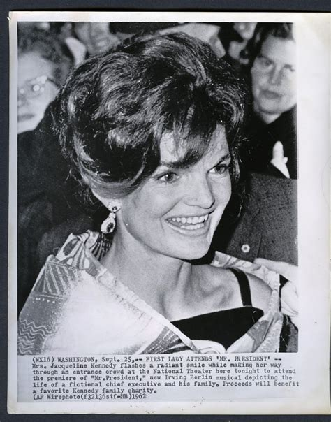 john f kennedy hair style 36 best jackie kennedy s hairstyles images on pinterest