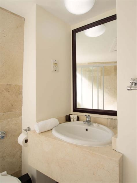 albany bathrooms accommodation sitename
