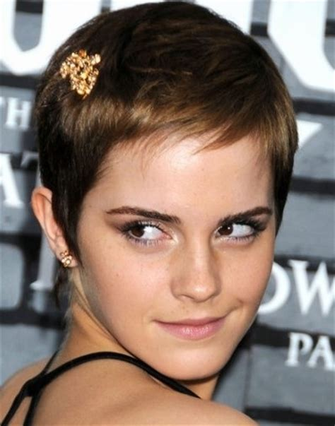 Penteados para Cabelos Curtos  Feminina
