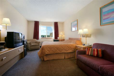 Howard Room And Board by Howard Johnson Oacoma South Dakota King Standard Room