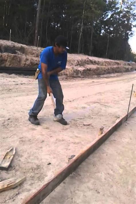 how to properly swing a sledgehammer how to swing a sledgehammer youtube