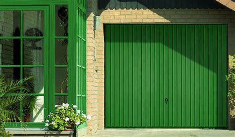 kunststoffplatten für dusche garagentor renovieren neuer anstrich folie oder