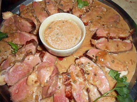 cuisiner manchons de canard recette magret de canard aux p ches cuisine madame figaro