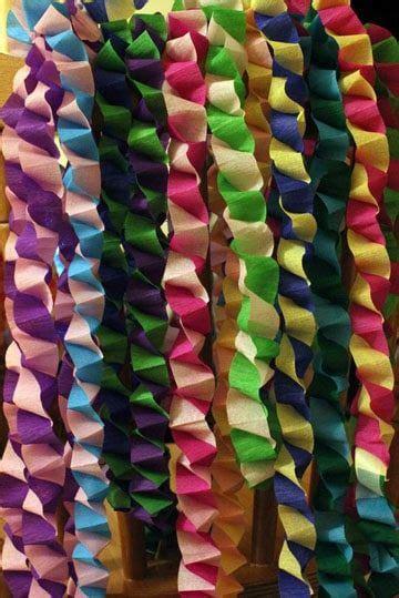 cadenas de flores de papel crepe como hacer cadenetas o cadenas de papel crepe para fiestas