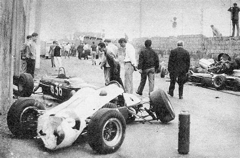 Grand Prize Pelet Cacing X Fish incidente a caserta 1967 di geki russo formula 1 crashes