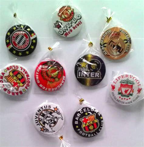 Kaleng Pin 58 jual souvenir gantungan kunci pin klub bola pin kaleng club bola grosir souvenir murah