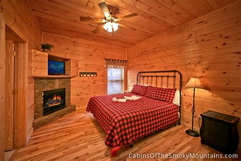 7 bedroom cabins in pigeon forge pigeon forge cabin splash mountain 7 bedroom sleeps 24 bunk beds swimming