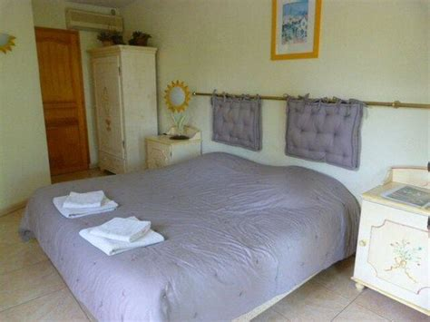 chambre violette chambre quot violette quot picture of orangeraie de la baronne