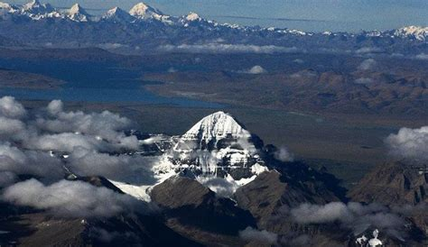 mount kailash with lake manasarovar in the background
