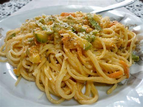 ricette per cucinare le carote spaghetti con carote e zucchine ricetta