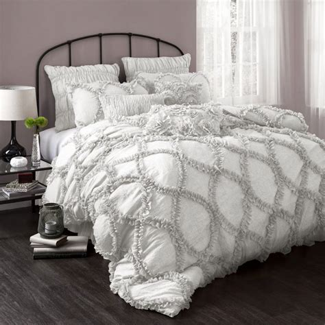 fluffy white comforter 25 best ideas about down comforter bedding on pinterest