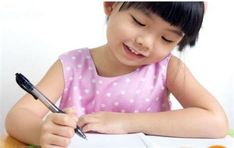 Happy Meningkatkan Kecerdasan Anak Di Usia Dini Menulis Membaca ini tips untuk mengajak anak usia tk belajar menulis di rumah bernas id