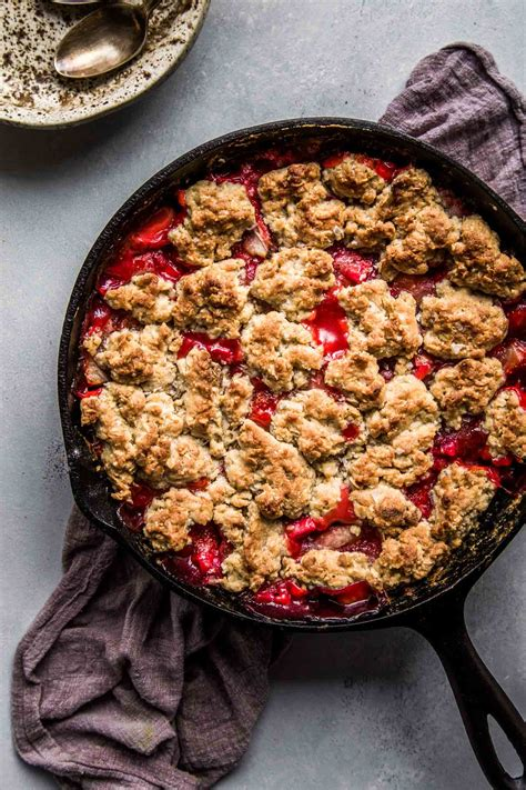 carbohydrates in 5 strawberries strawberry rhubarb skillet cobbler with cardamom