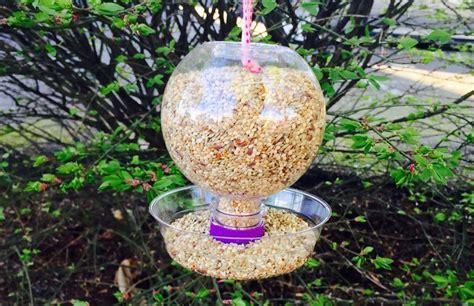 Tempat Pakan Burung Otomatis cara mudah membuat tempat pakan dan minum burung otomatis
