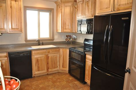Black Or White Kitchen Cabinets Maple Kitchen Cabinets With Black Appliances Interior Design