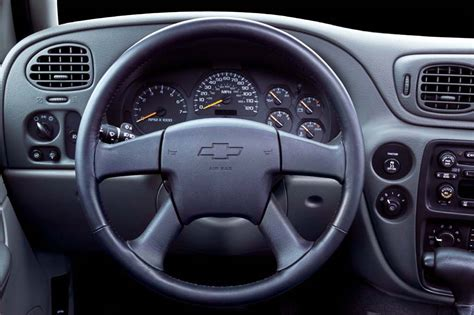 how make cars 2003 chevrolet trailblazer interior lighting 2002 09 chevrolet trailblazer consumer guide auto