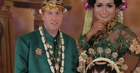 Paket Kebaya Pengantin Ekor Naga Paket Usaha Hemat Rias Mua Komplit wedding organizer surabaya harga hemat jasa wedding organizer surabaya