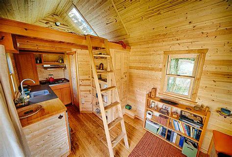 Two Story Workshop by La Construction D Une Tiny House