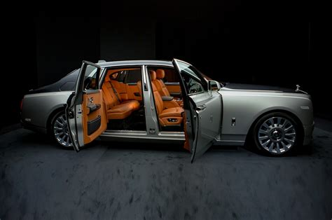 roll royce car 2018 2018 rolls royce phantom look motor trend