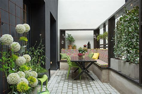gorgeous apartment  stockholm nestled   renovated