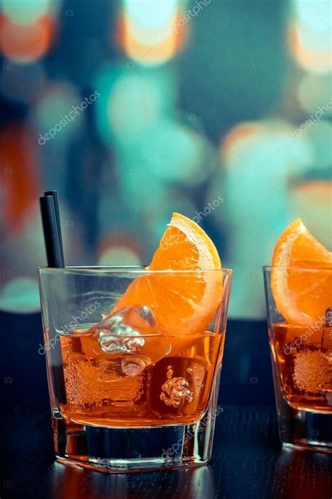 bicchieri aperol spritz bicchieri di spritz aperol con fette d