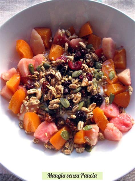 ricetta tartufi di riso soffiato e frutta donna orzo soffiato yogurt frutta e semi mangia senza pancia