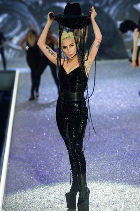 How Much Is On My Victoria Secret Gift Card - wait lady gaga s hat at the victoria s secret fashion show cost how much
