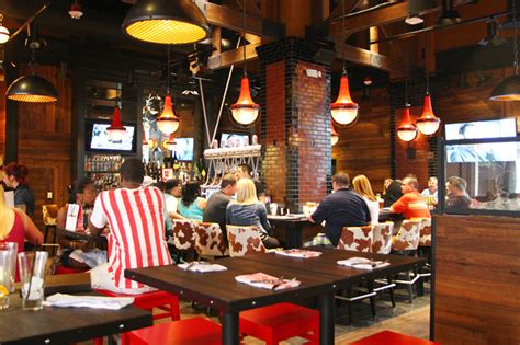 Fieri S Vegas Kitchen Bar by Fieri S Vegas Kitchen Bar Hits A Home Run At The